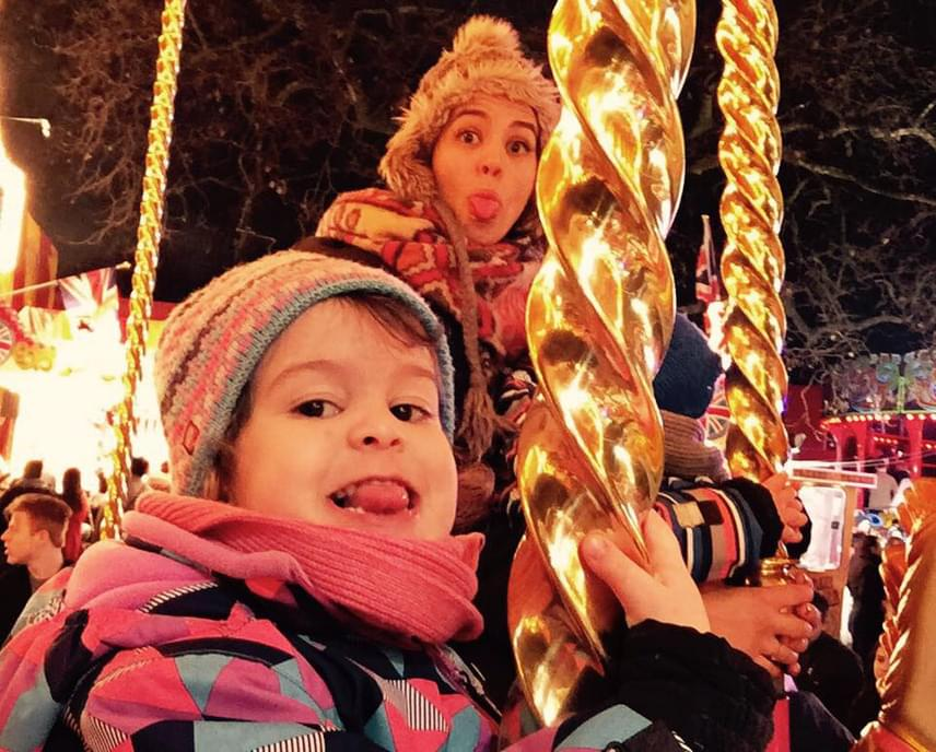 Anyja lánya - ez a vicces fotó tavaly december 24-én született Ördög Nóráról és Miciről.