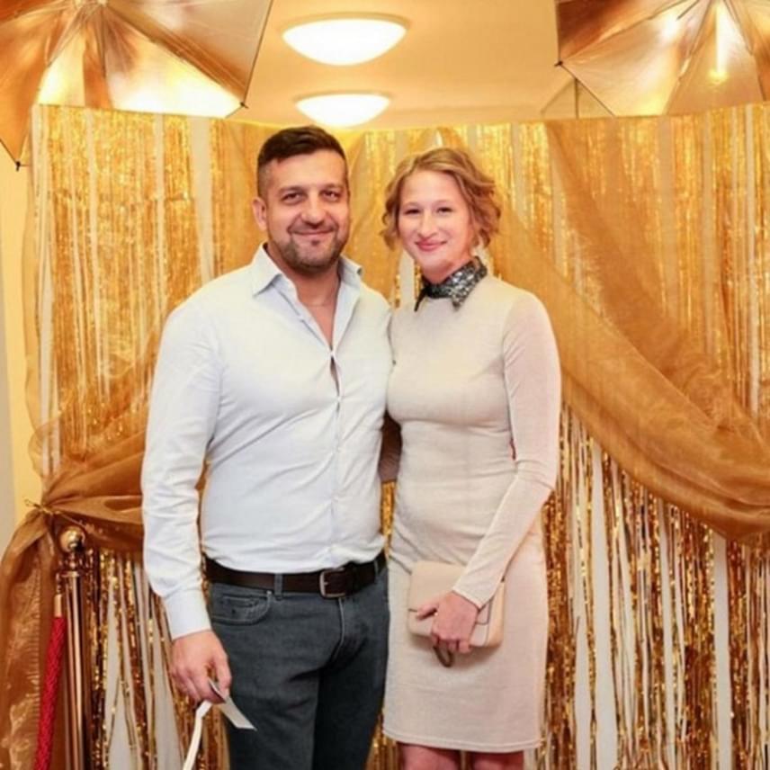 Csányi Sándor és Tenki Réka ritkán mutatkoznak együtt hivatalos eseményen, ez a ritka kivételek egyike. A házaspárt egyébként a Csak színház és más semmi című sorozat második évadában is láthatjuk majd.