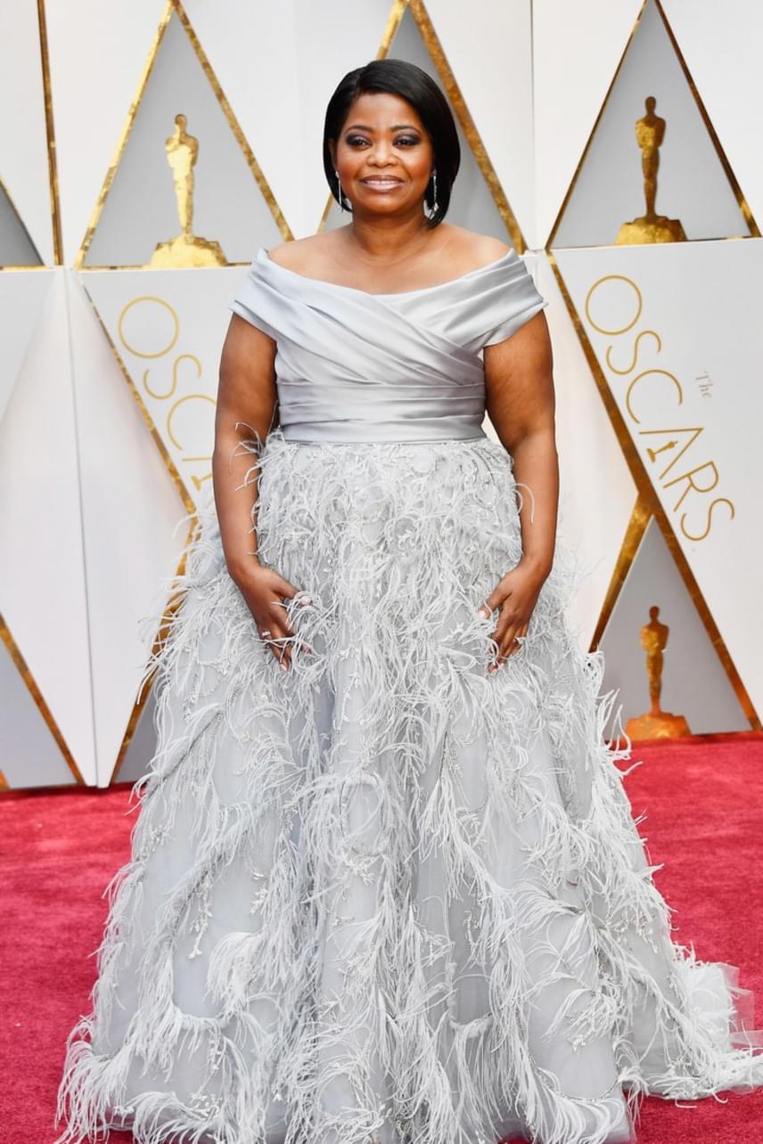 Octavia Spencernek elkészítették álmai ruháját, ami remekül is állt rajta - A számolás joga sztárja királynőként tündökölt.