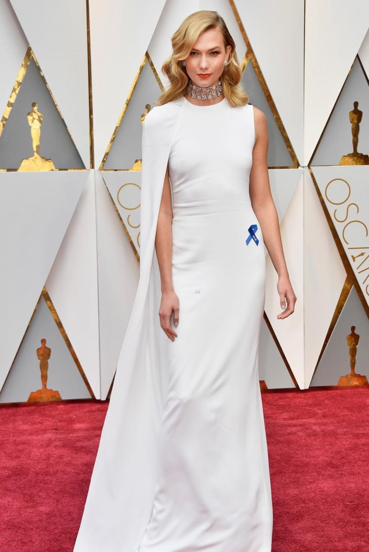 Karlie Kloss modell kétségtelenül az est egyik legdögösebb sztárja volt - hófehér ruhája alá ráadásul fehérneműt sem húzott.