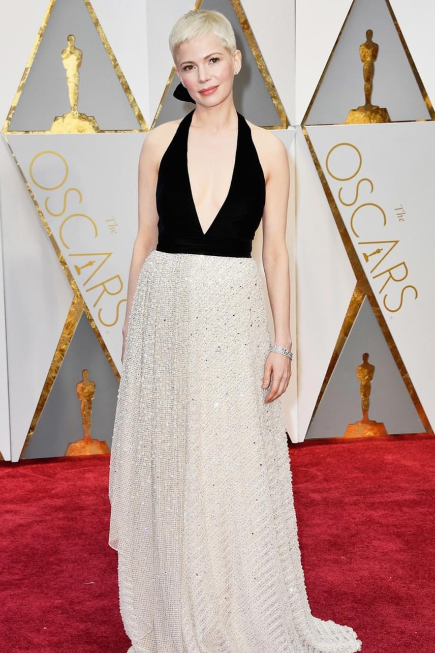 Michelle Williams ruhája teljesen jellegtelen volt, ráadásul kicsit lógott is rajta - egy Oscar-jelölttől azért többet vártunk volna.