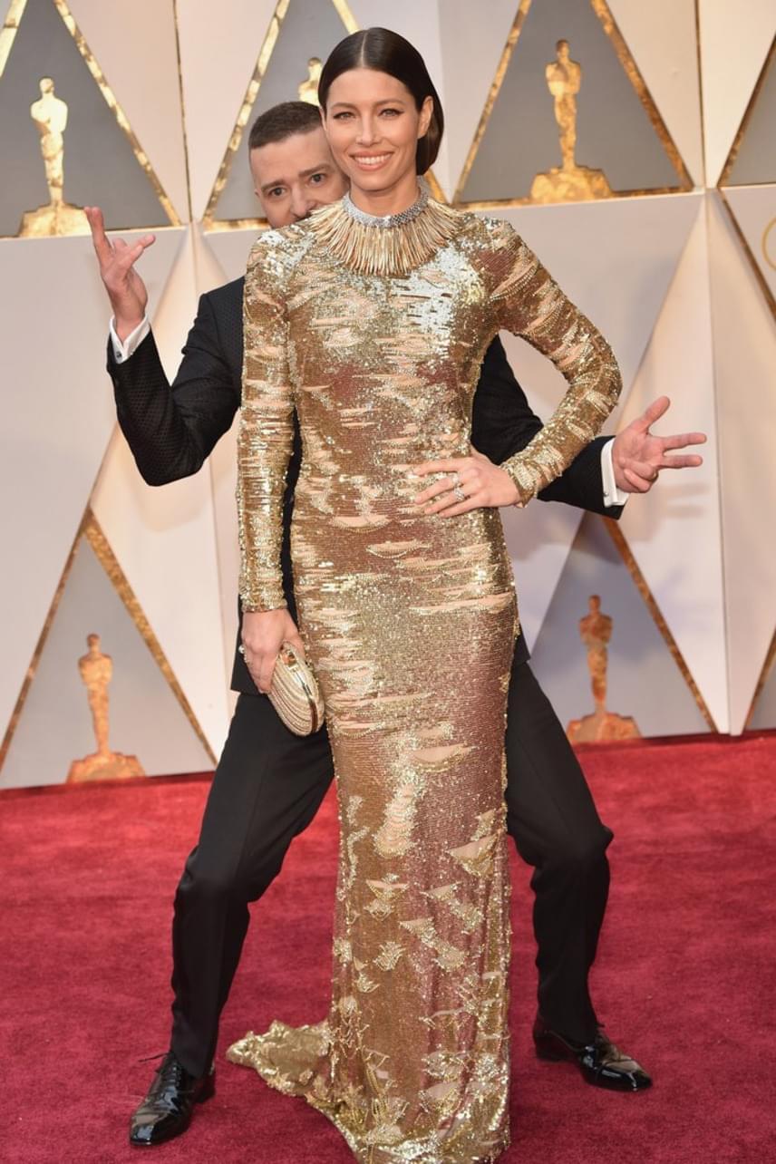 Justin Timberlake képtelen volt leállni a bohóckodással - állandóan photobombolta a többi sztárt, de még felesége, Jessica Biel sem volt tőle biztonságban.