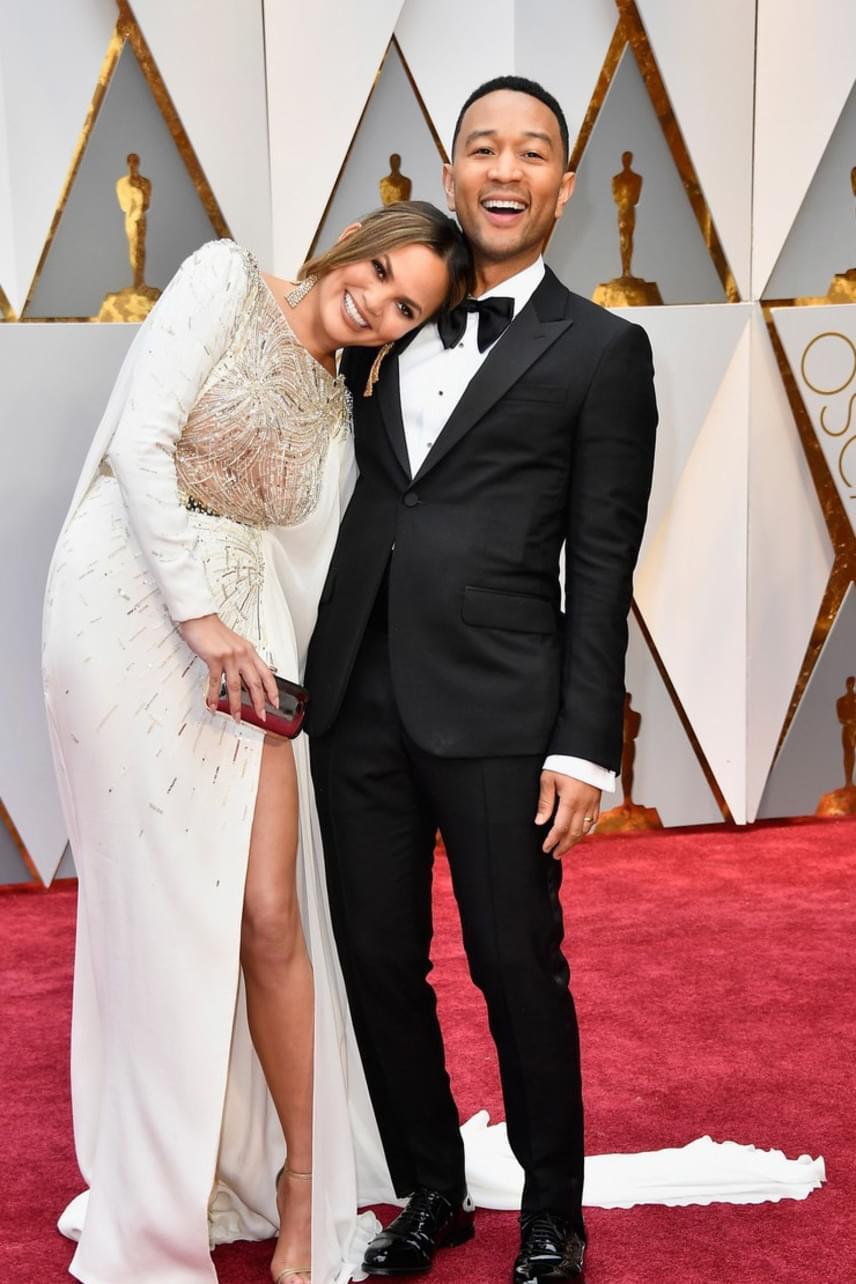 Chrissy Teigen és John Legend is odavannak egymásért - még a vörös szőnyegen sem bírják megállni bohóckodás nélkül.