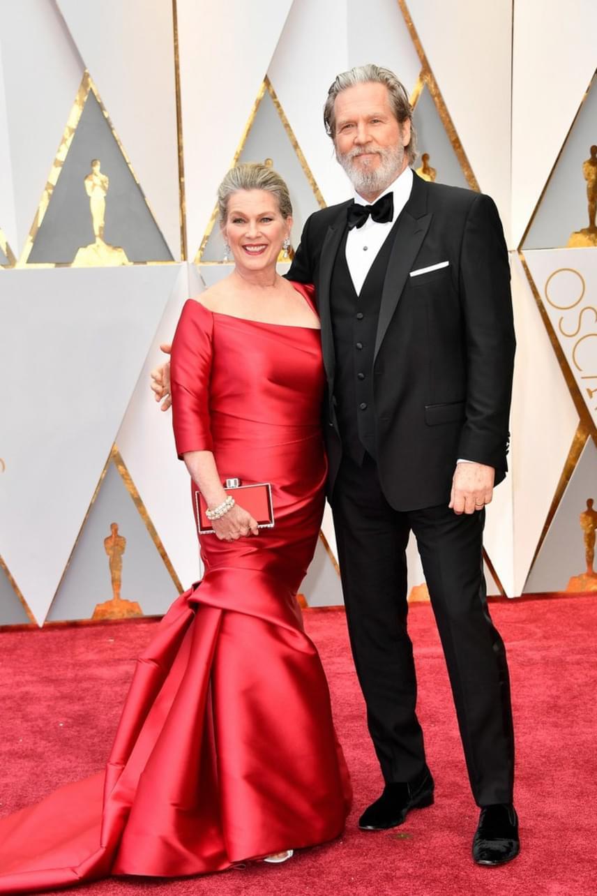 Jeff Bridges és felesége is igazán szép párt alkotnak. A színész 1977 óta él házasságban Susan Gestonnal. Ez aztán teljesítmény Hollywoodban!