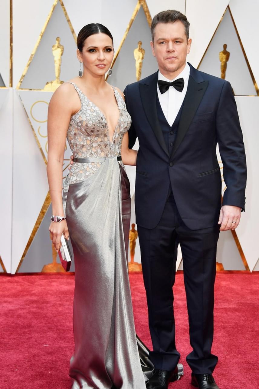 Matt Damon már évtizedek óta imádja feleségét, Luciana Barrosót. A színész állítólag első látásra beleszeretett az akkor még pincérnőként dolgozó lányba.