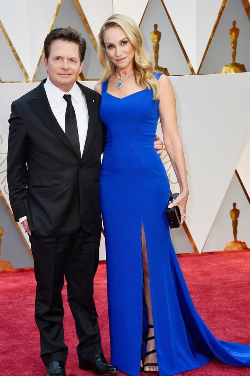 A Vissza a jövőbe egykori Martyja, Michael J. Fox és felesége, Tracy Pollan is együtt érkeztek a gálára. A műsor részeként a színész még a DeLoreanbe is újra beülhetett, így aztán nem csoda, hogy kitörő örömmel fogadták.