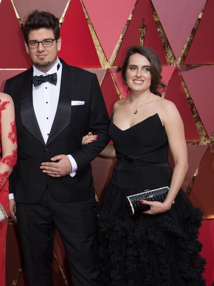 Deák Kristóf, a Mindenki rendezője és felesége, Nina Kov koreográfus az Oscar-díjkiosztón. Nina Franciaországban született, a szülei magyar, illetve orosz képzőművészek. 18 évesen, 1999-ben dolgozni jött Magyarországra. A munka mellett a magánélete is úgy alakult, hogy maradt.