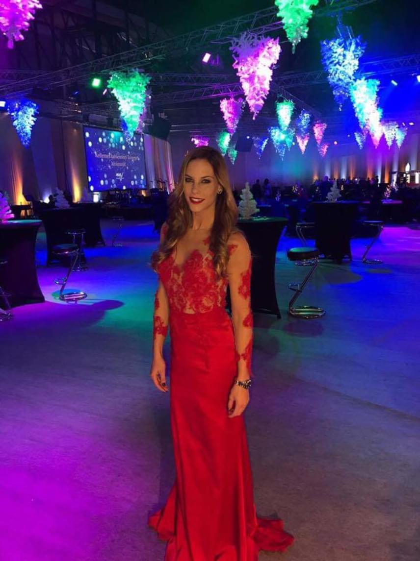 Lipcsei Betta, a FEM3 műsorvezetője ugyanezt a kreációt tavaly decemberben a karácsonyi partin öltötte magára.