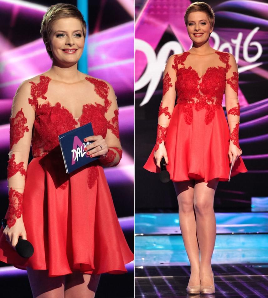 A Szamosi Zsófián látott Sármán Nóra-kreáció rövid szoknyás verzióját Tatár Csilla viselte a 2016-os A Dal egyik adásában.