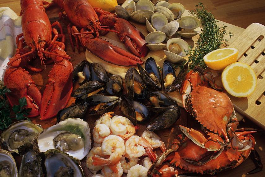 Kagyló és rák - nemcsak a tengeri hal, hanem minden egyéb olyan állat is higanymérgezett lehet, amely a környezetbe és a vizekbe került higanyvegyületeket felhalmozza a szervezetében, és fogyasztás után az emberi szervezetet is mérgezi. A kagyló- és rákfélékkel vigyázni kell, és nem javasolt túl nagy mennyiséget rendszeresen enni belőlük.