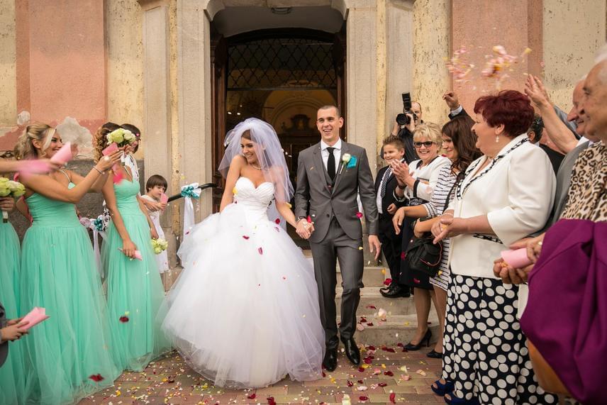 Esküvőjükre 2015. augusztus 22-én került sor Nógrádban, ahol 150 meghívott vendéggel együtt ünnepelték meg, hogy végre kimondták egymásnak a boldogító igent.