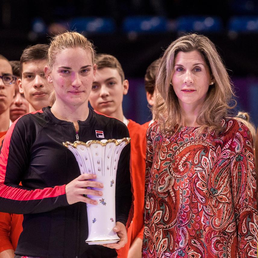 A 250 ezer dollár - 72,7 millió forint - összdíjazású budapesti női keménypályás tenisztornát Babos Tímea nyerte meg, a díjat vasárnap a kilencszeres Grand Slam-bajnok és volt világelső Szeles Mónika adta át.