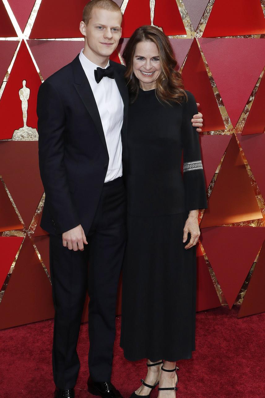A régi város című filmért legjobb mellékszereplőnek jelölt Lucas Hedgest is édesanyja kísérte el első Oscar-gálás szereplésére. Igaz, sokan azt hitték a csinos Susanról, hogy a sztár barátnője.
