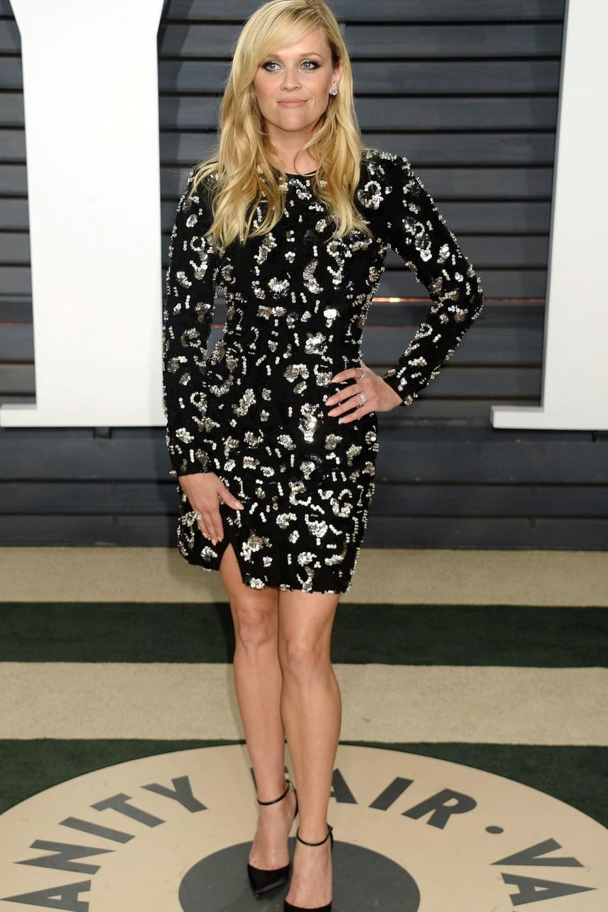 Reese Witherspoon sem tűnik negyvenesnek: a színésznő rövid ruhában mutatta meg, hogy még mindig milyen dögös.
