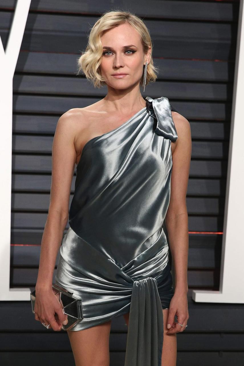 A 40 éves Diane Kruger is megmutatta, mitől döglik a légy: szaténminiben érkezett a díjkiosztó utáni sztárpartira.