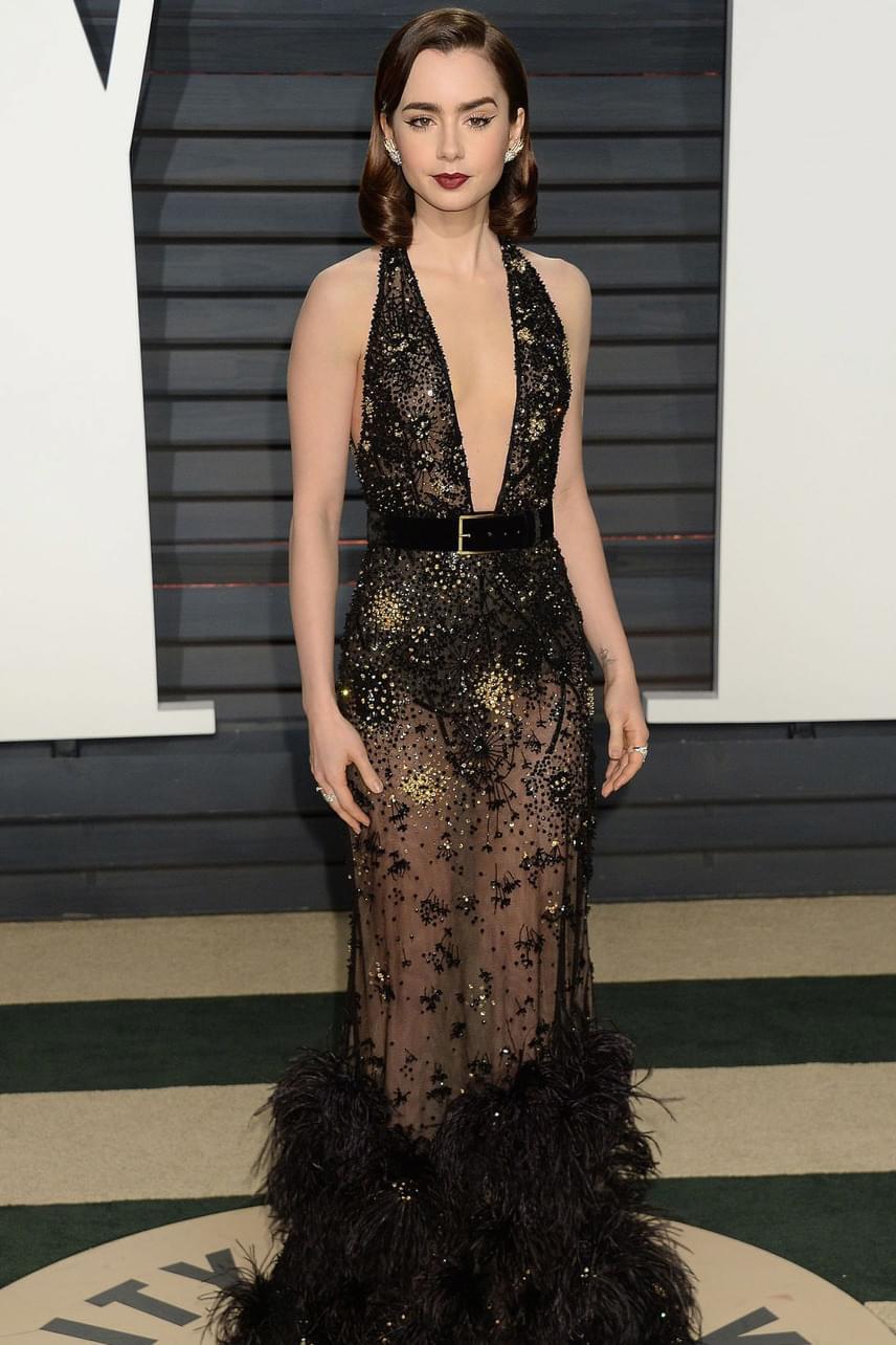 Lily Collins is a régi hollywoodi időket idézte a ruhájával és sminkjével - Phil Collins lányát már most imádják az álomgyárban.