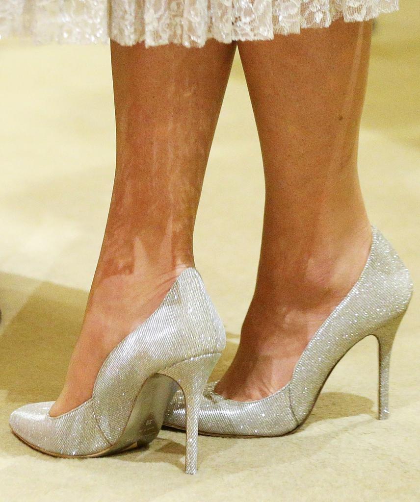 A kiegészítőiről is érdemes pár szót szólni: ebben a topánkában aztán igazán Hamupipőkének érezhette magát - ezek után kinek kell üvegcipő?