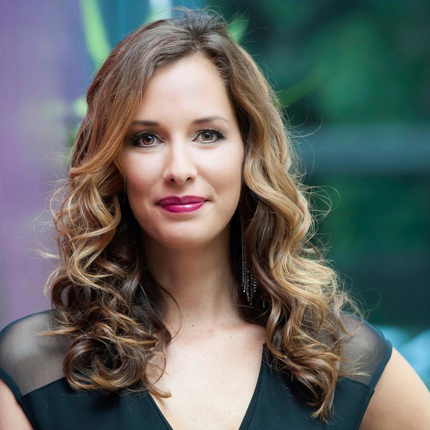 A lista ötödik helyezettje Demcsák Zsuzsa, a Mokka műsorvezetője, aki tavaly A Nagy Duettben is szerepelt. Idei terve, hogy a Facebook-aktivitását az Instagramra is kibővíti.