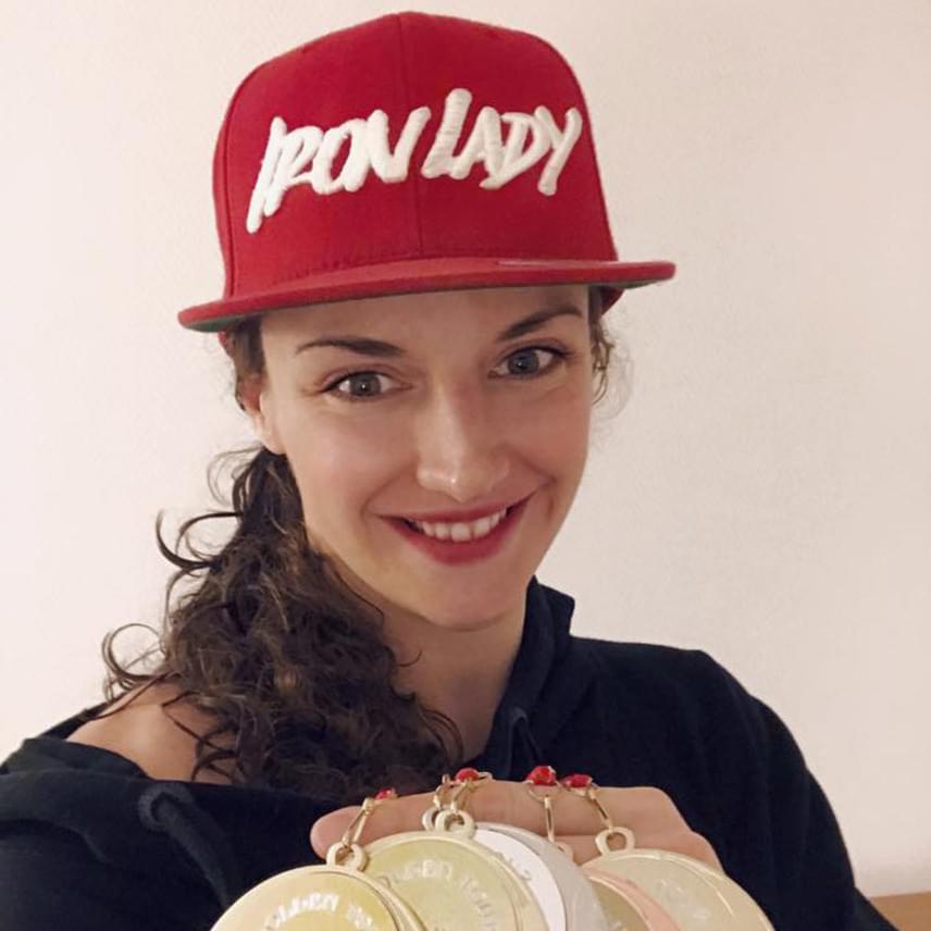 Hosszú Katinka tavaly is sikert sikerre halmozott, eredményei közül az olimpiai érmei a legkiemelkedőbbek, így nem meglepő az előkelő negyedik helyezése. Emellett az úszószövetséggel folytatott konfliktusával is gyakran szerepelt címlapon. Rengeteg követője van az Instán és a Facebookon is, ahova naponta többször posztol.