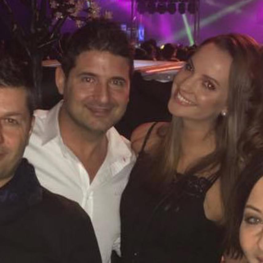 A 41 éves Hajdú Péter egy héttel ezelőtt vallotta be, hogy valóban van új barátnője, a civil foglalkozást űző, 28 éves Eszterrel tavaly év vége óta randiznak.