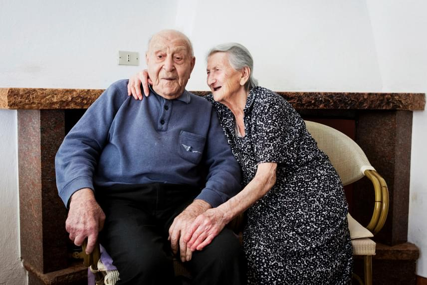 A halászként egy életet végigdolgozó Antonio és felesége, Amina a friss, egészséges ételekben hisznek, a humorban, egy kis huncutságban, és persze egymásban is, töretlenül.