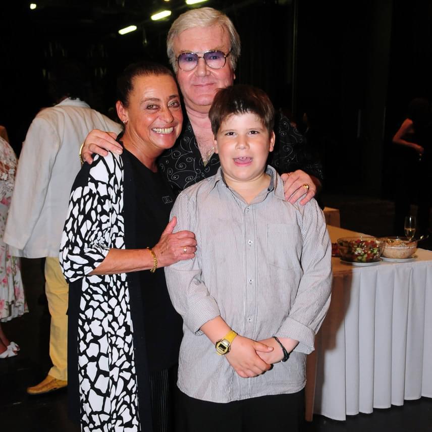 Gálvölgyi János és felesége Eszter lányuk fiával, Simonnal, aki ma már 14 éves.