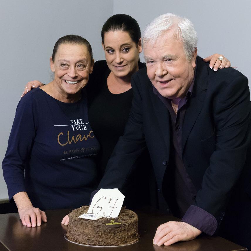 Gálvölgyi Jánost 2016 májusában, a 68. születésnapján a Jutalomjáték című színdarab után felesége és Eszter lánya is felköszöntötte.
