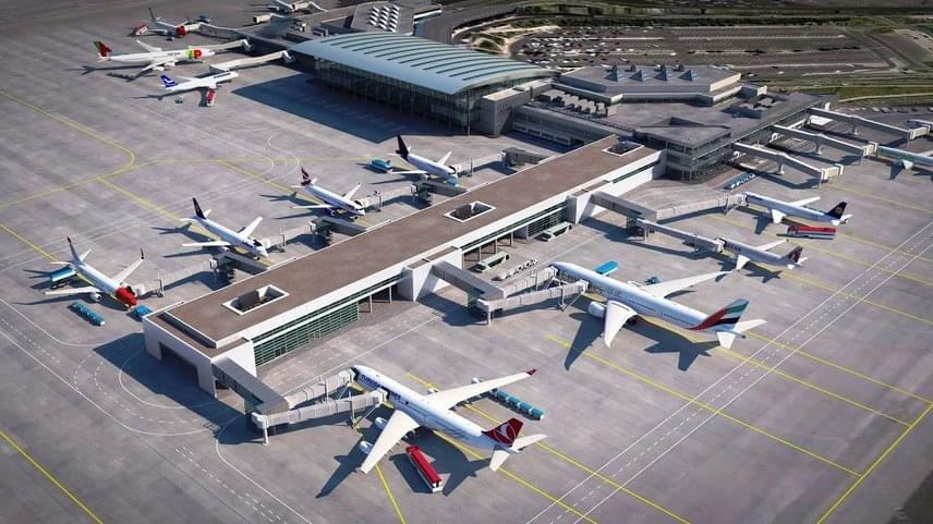 Stephan Schattney, a Budapest Airport Műszaki Központ igazgatója az épületről elmondta, hogy 2B terminálból mintegy 220 méter hosszan nyúlik majd ki, 30 méter széles és 11 ezer négyzetméter területű lesz.