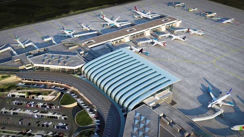 A mólóról 27 új beszállítókapu érhető el, ezek közül tíz utasbeszállító hidat is kap, három állóhely széles törzsű gépeket is ki tud majd szolgálni.