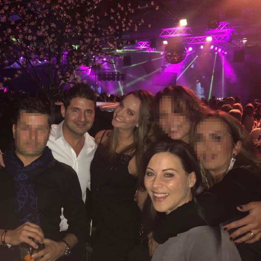 Ez volt az első fotó, amin Eszter Hajdú Péter oldalán szerepel - a műsorvezető egy december 30-i parti után töltötte fel a Facebook-oldalára.