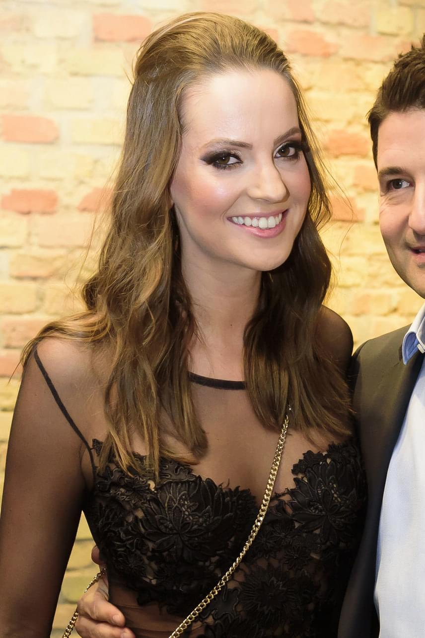 Sarka Kata barátnője, Eszter gyönyörű és szexi volt tegnap este a Várkert Bazárban, a Fonogram-díjkiosztón.