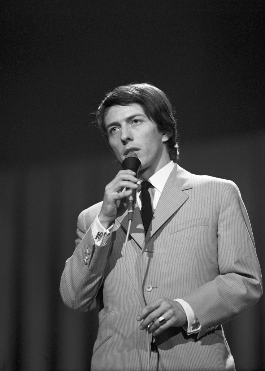 A 26 éves Zorán az 1968-as Táncdalfesztivál harmadik elődöntőjében, ahol a Fehér sziklák című dalt is elénekelte.