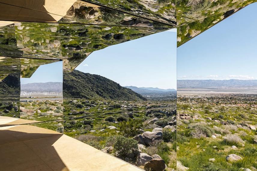 A tükrökkel borított házat Aitken Mirage-nek nevezte el, mely délibábot vagy káprázatot jelent.
