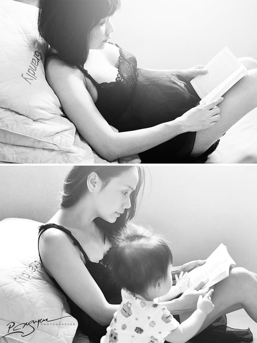 Még a pihenés közben is az édesanya öntudatlan törődése látszik.