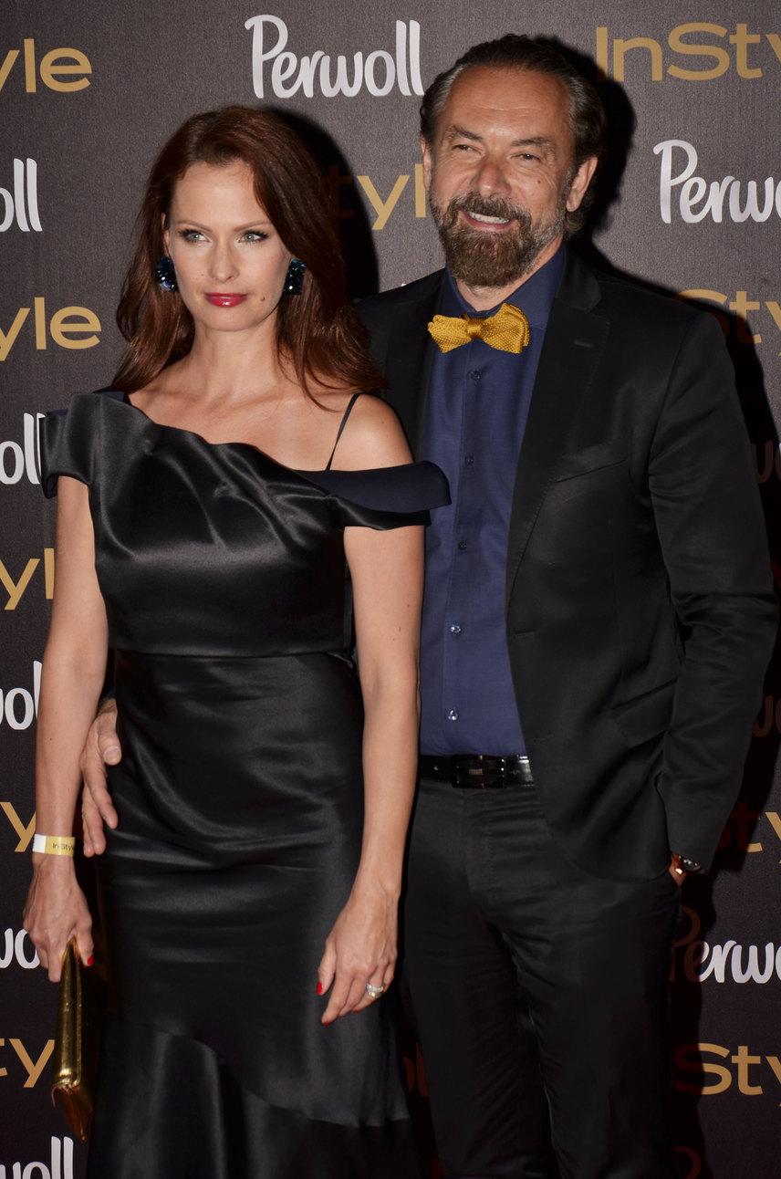 Tavaly októberben derült ki, hogy Dobó Kata és Zsidró Tamás egy párt alkotnak. Először tavaly novemberben, a Marie Claire Fashion Days nyitórendezvényén mutatkoztak együtt, a csütörtök esti InStyle-díjkiosztón pedig már nem is leplezték, mennyire szerelmesek egymásba.