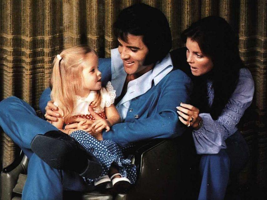 Vajon mit mondhatott a kis Lisa Marie a szüleinek a fotózás közben, ami ennyire elnyerte a tetszésüket? Imádnivaló család voltak, annyi biztos.