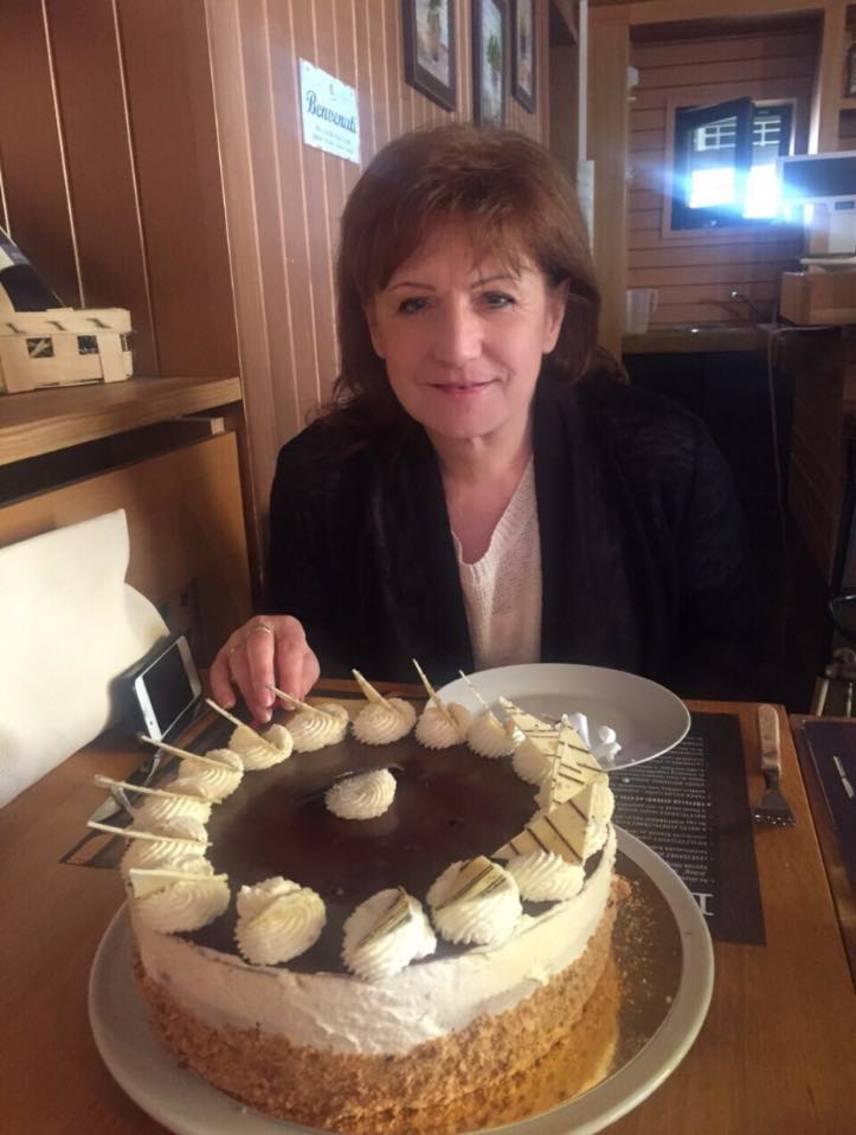 Hajdú Péter február végén, Zsuzsanna-napkor tortával köszöntötte fel édesanyját a névnapja alkalmából.