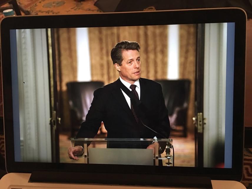 """""""És itt van ő. A mi miniszterelnökünk. Aki még mindig iszonyúan dögös"""" - ezzel a képaláírással posztolta a képet Emma Freud."""