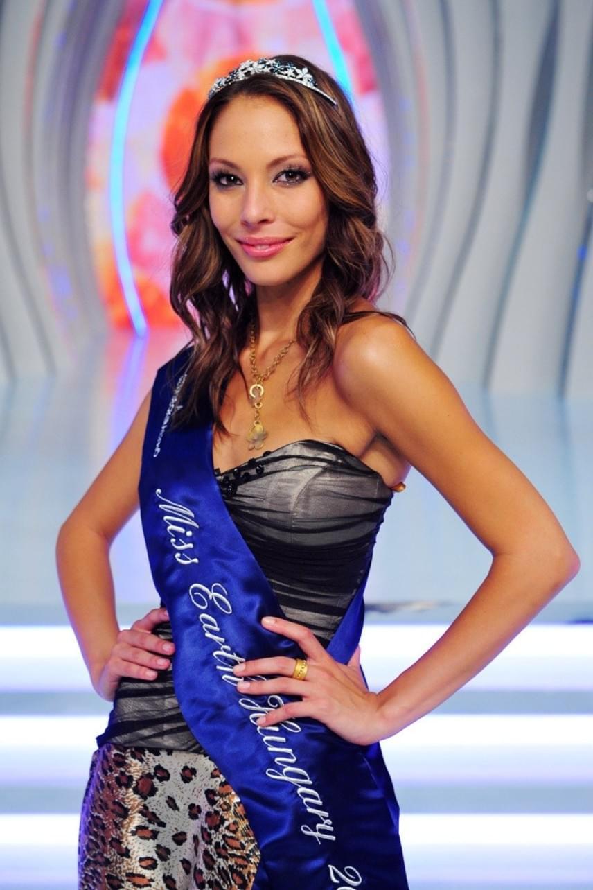 Szabó Dóra 2011-ben a TV2 Szépségkirálynő című műsorában lett a Miss Earth Hungary cím nyertese.