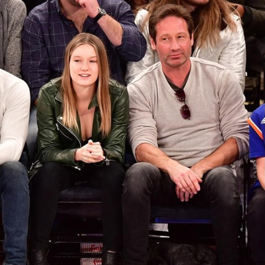 Apa és lánya tegnap este egy kosárlabdameccsen vettek részt a New York-i Madison Square Gardenben - bár úgy tűnik, Madelaine jobban élvezte a mérkőzést, mint híres apukája.