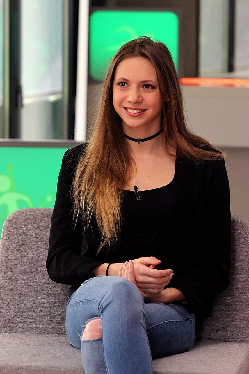 Kapás Bogi februárban az M4 Sport csatorna kisBAJNOK című műsorának stúdióvendégeként is elbűvölte a nézőket bájos kisugárzásával és természetes szépségével.
