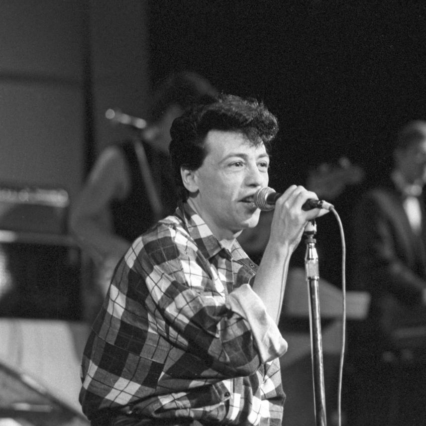 Fenyő Miklós 1983-ban jelentkezett első szólóalbumával, amely a Miki címet kapta. Ez a felvétel a lemezbemutató koncerten készült a Fővárosi Operettszínházban.