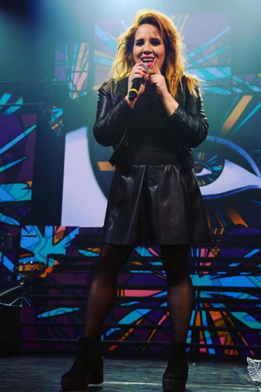A Rapülők-koncerten dögös bőrruhákban lépett színpadra.