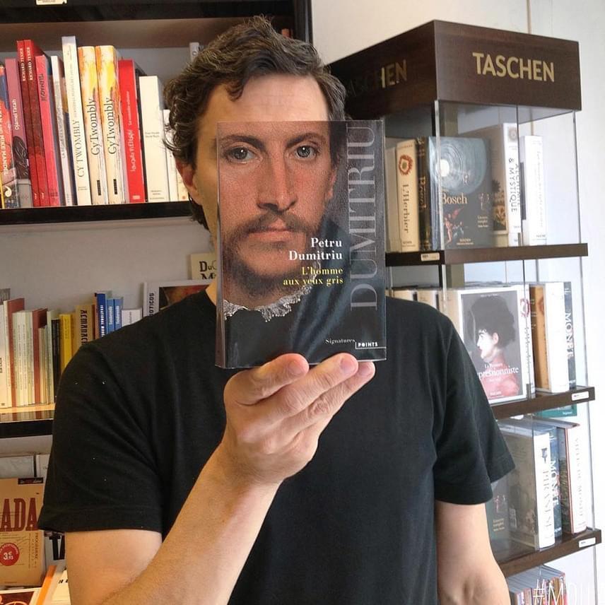 A francia könyvesbolt így nemcsak a forgalmát növeli: az olvasást is népszerűsítik.