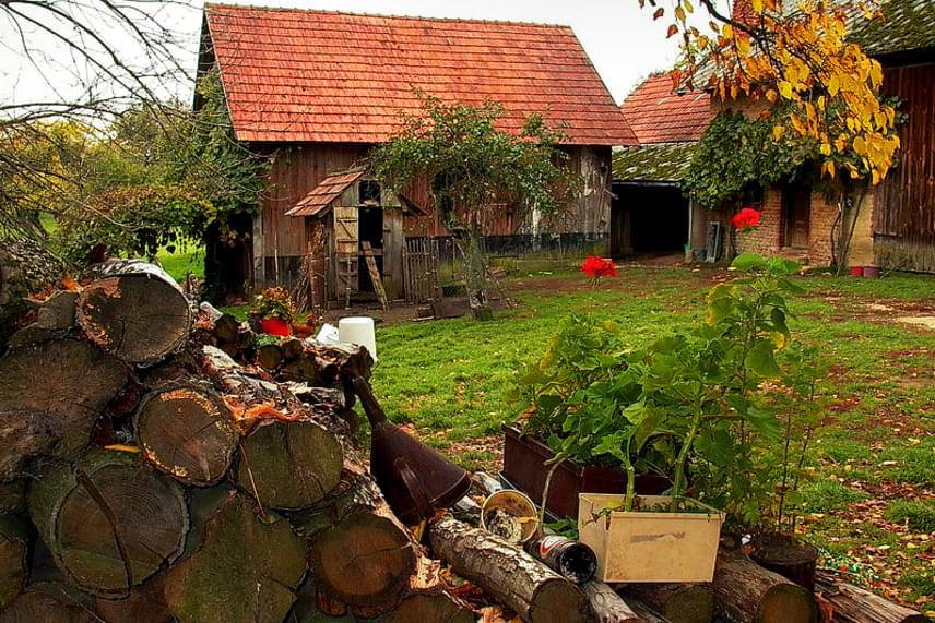 A Jakosa Porta Szalafő egyik legvonzóbb nevezetessége a gasztroturisták számára, ugyanis Jakosa Henrik és felesége, Aranka itt készítik házi présük segítségével a már-már orvosság hírében álló, kézműves tökmagolajukat.