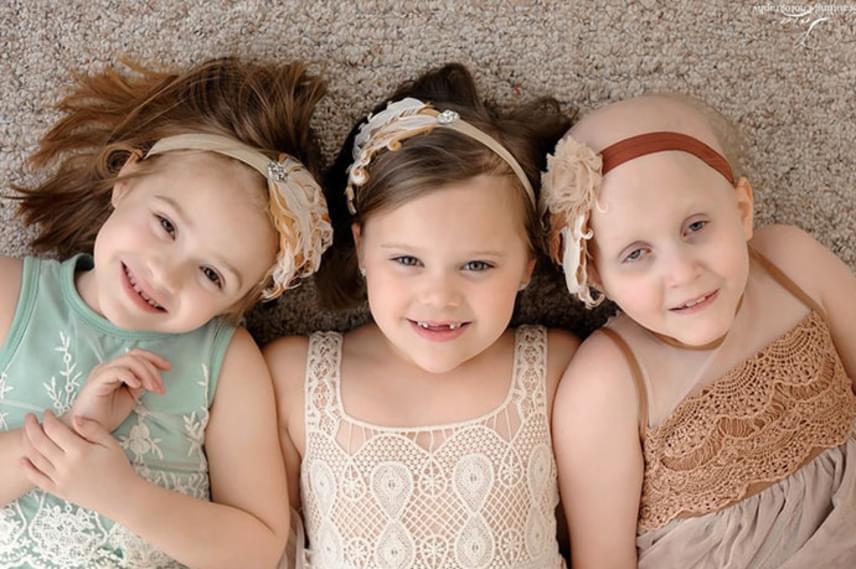 A kislányok korábban nem ismerték egymást, de már az első fotózáson összebarátkoztak.