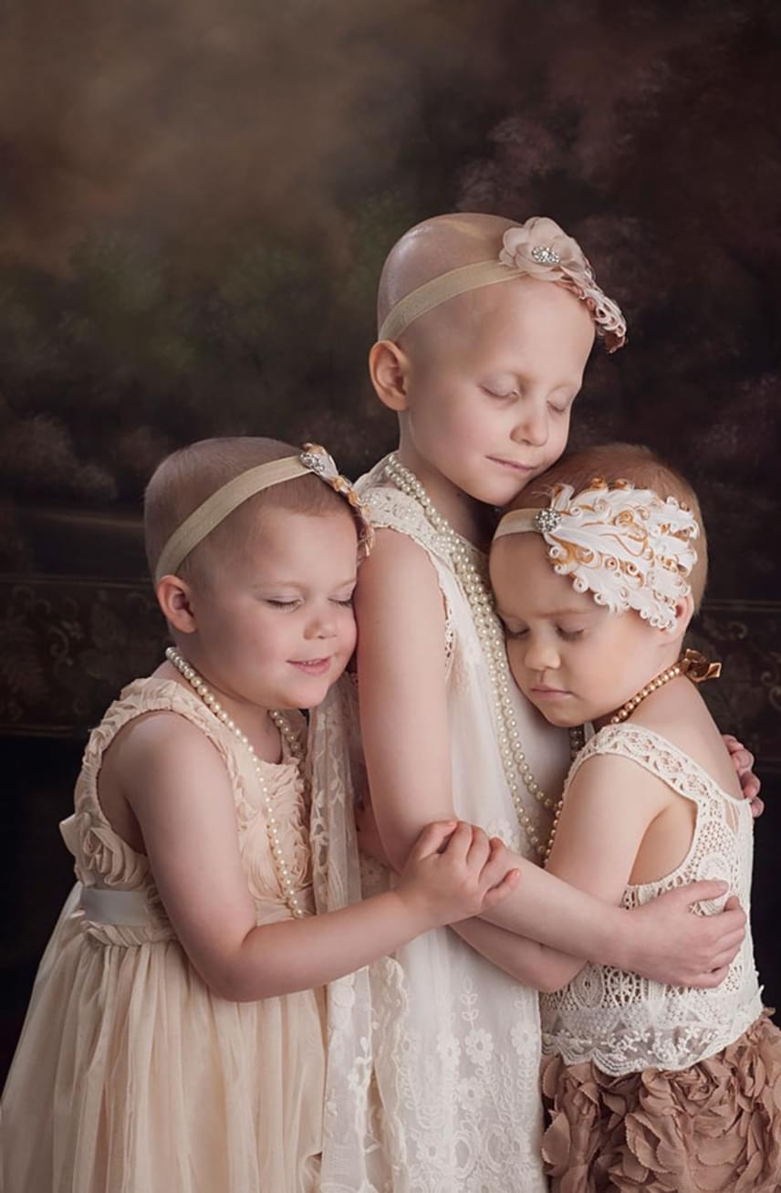 A fotós édesapja is rákban hunyt el, egy barátja pedig kisfiát veszítette el miatta, ezért választotta ezt a témát, a végeredménnyel pedig az volt a célja, hogy többet mondjon érzelmileg ezer szónál is. Az eredeti képhez felhívás alapján keresett modelleket, végül az akkor hároméves Rylie-t, a hatéves Rheannt és a négyéves Ainsley-t örökítette meg.