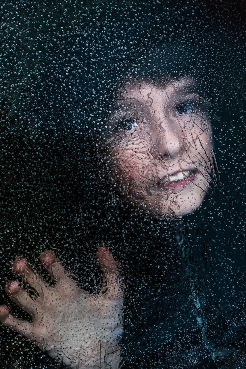 Az autizmus egy üvegfal is lehetne, ami elválasztja az anyát és gyermekét, de Kate Miller-Wilson mindennél jobban szereti kisfiát.