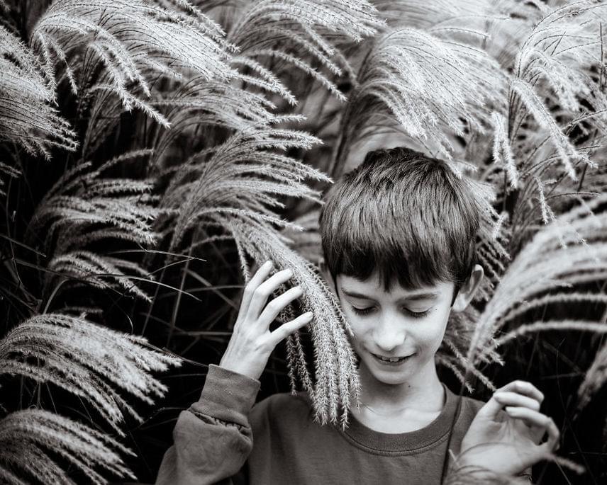 Kate Miller-Wilson azt mondja, hogy kisfia hallja a növények suttogását. Ennek megrendítő metaforája ez a felvétel.