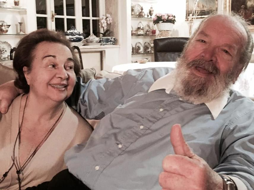 A színész halála után a közösségi oldalait a családja kezeli tovább: természetesen ott is felköszöntötte a família Mariát, egyik kedvenc közös képükkel.